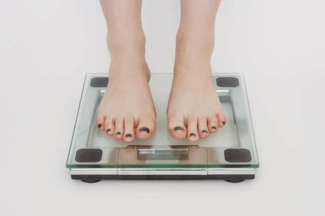 Calcular el peso ideal y el Índice de Masa Corporal (IMC)