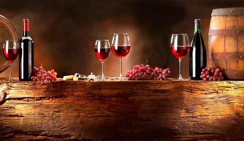 Beneficios de comer con una copa de vino.